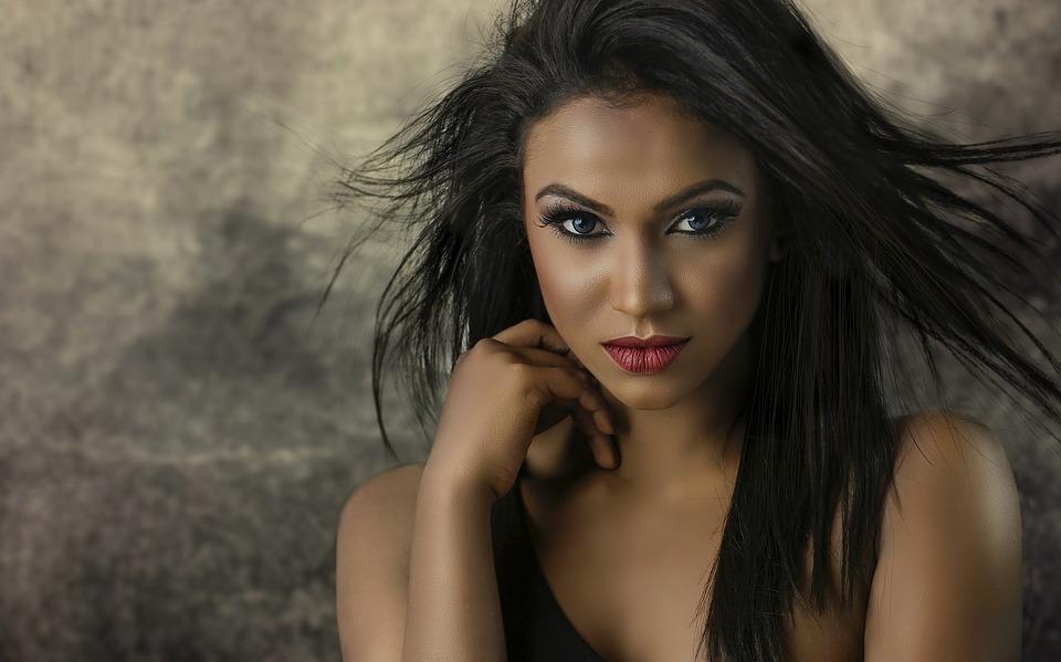 smuk_mørk_kvinde